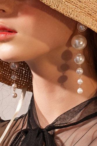 back_Antigone Elsie White Drop Earrings 1pair