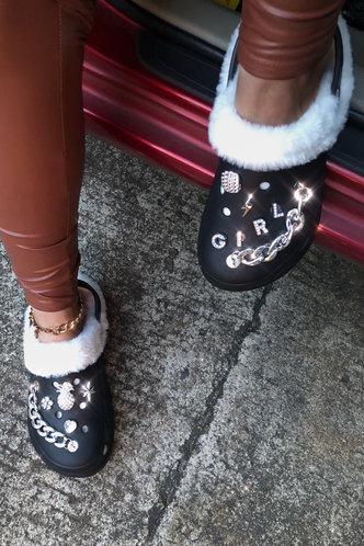 back_Plain Sun Print Round Toe Metallic Flat Black Sandals
