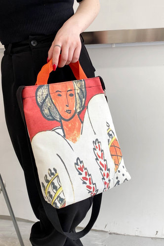 front_Graphic Print Figure Graphic Tote Bags