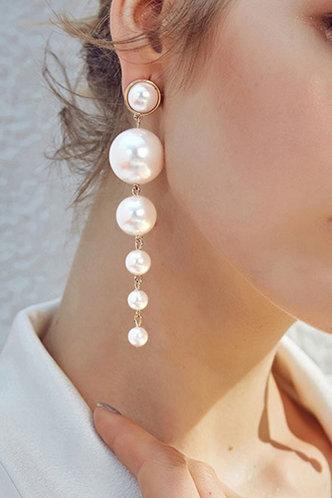 front_Antigone Elsie White Drop Earrings 1pair
