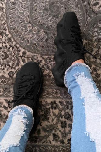 front_Plain Low Heel Round Toe Black Sneakers