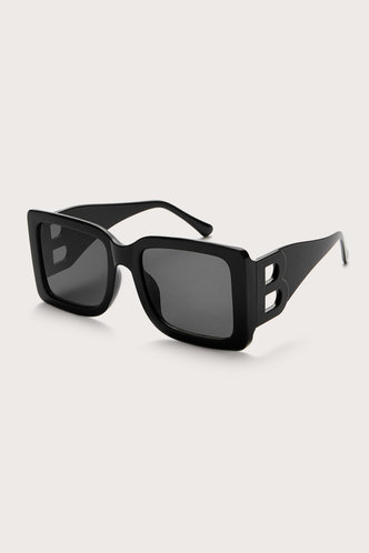 front_Gertrude Elizabeth Black Square Frame Sunglasses