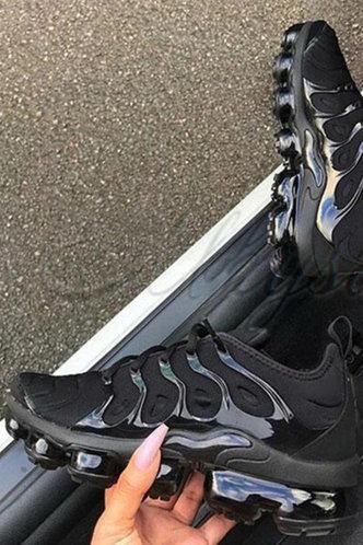 front_Coral Ethel Black Sneaker