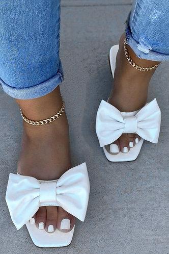 front_Enid Maksipes White Bowknot Decor Sandals