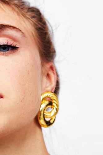 front_Lynn Elaine Gold Double Twist Circle Earrings 1pair