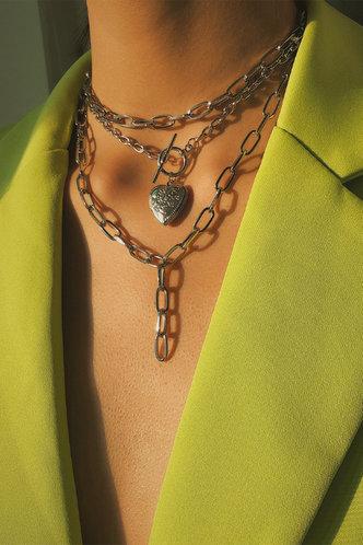 front_Selma Elsa Sliver Heart Pendant Layered Necklace