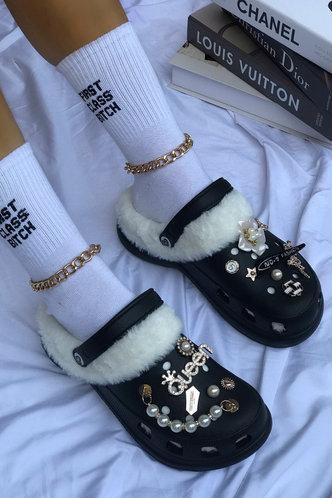 front_Round Toe Flat Black Sandals