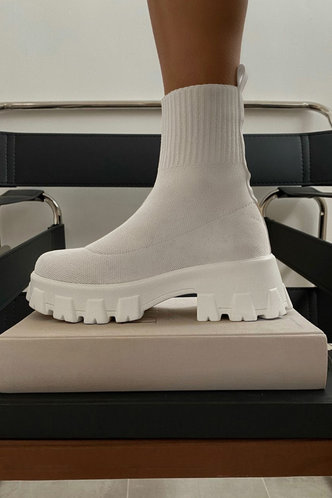 front_Round Toe White Boots