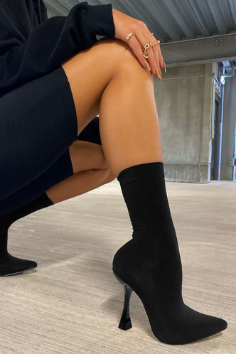front_Solid Color   High Heel Point Toe Black Boots