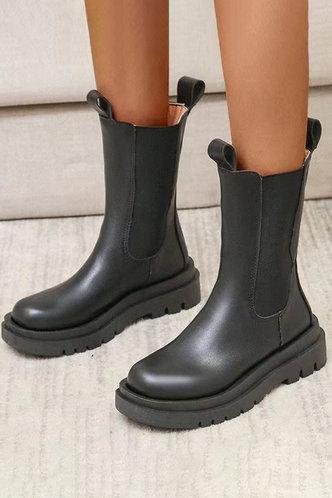 back_Flat Round Toe Black Boots