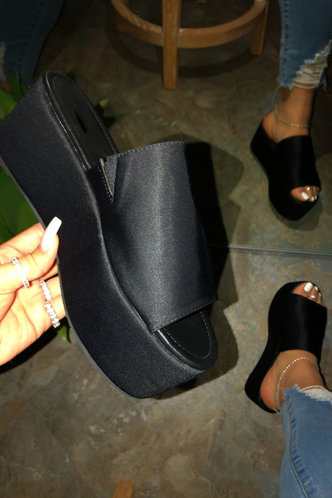 front_Hazel Montum Black Wedge Slides