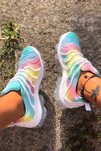 front_Flat Round Toe Multicolor Sneakers