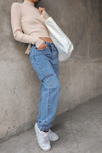 front_Anne Light Wash Jeans