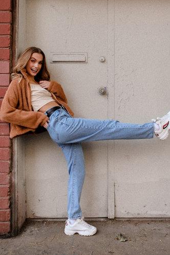 front_Lara Elaine Basics Light Wash Jean