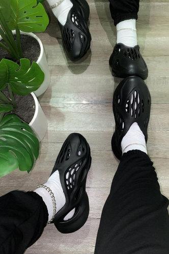 front_Isabel Evangeline Black Sandal