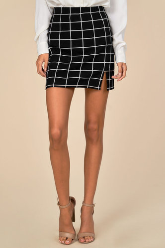 front_Window Pane Black Plaid Skirt