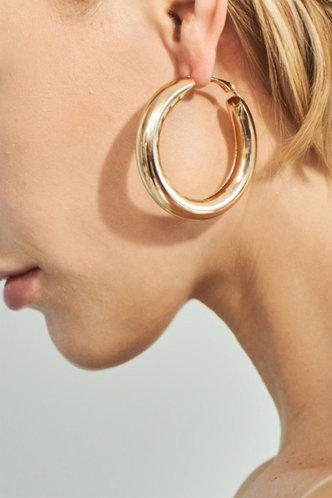 front_Nita Elsie Gold Hoop Earrings 1piar
