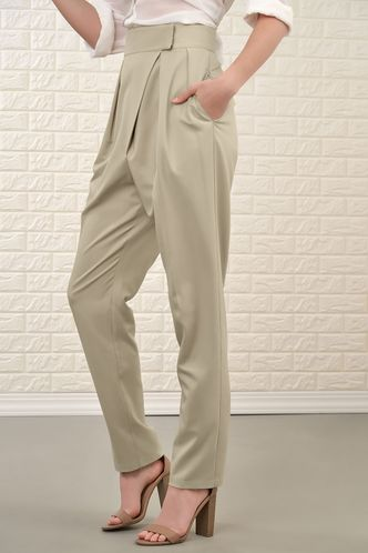 front_Chic Conversation Apricot Pants