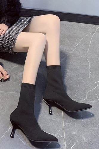 front_High Heel Point Toe Black Boots