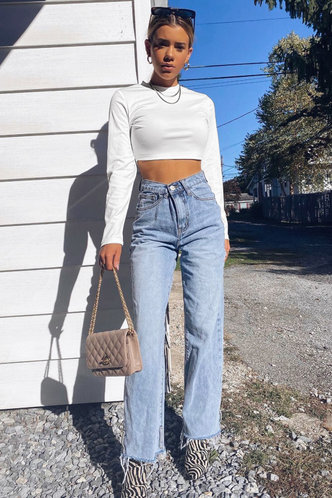 front_Girl's Fitting White Crop Top