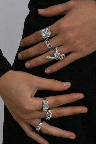 front_Verena Eleanore Sliver Snake & Rhinestone Decor Ring 6pcs