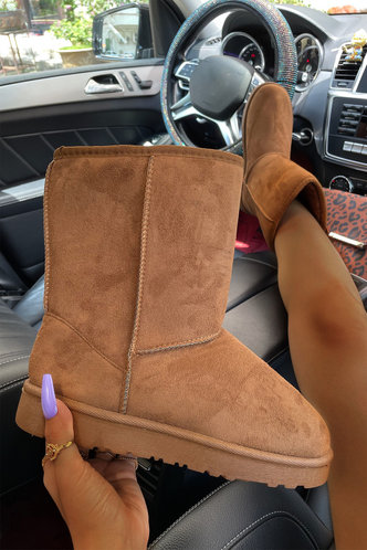front_Plain Flat Round Toe Camel Boots