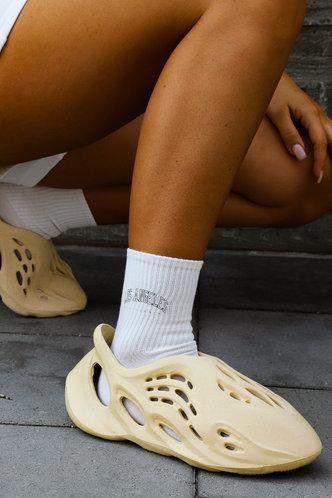 front_Round Toe Flat Beige Sandals