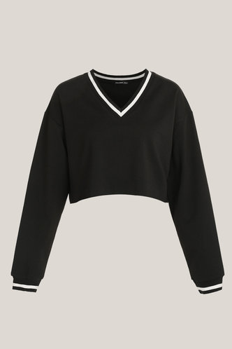 front_Astrid Black Pullover