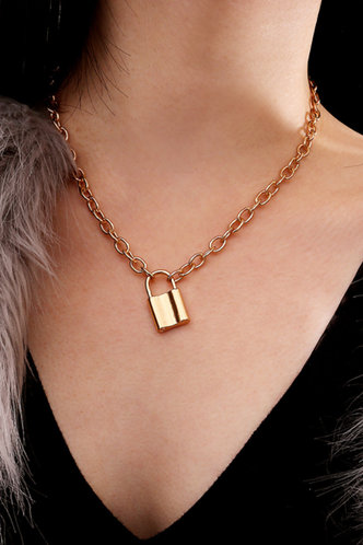 front_Marina Eileen Gold Simple Chian Necklace