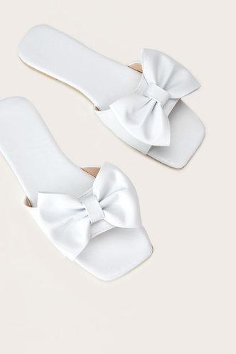 front_Sal Elma White Bowknot Decor Slide Sandals
