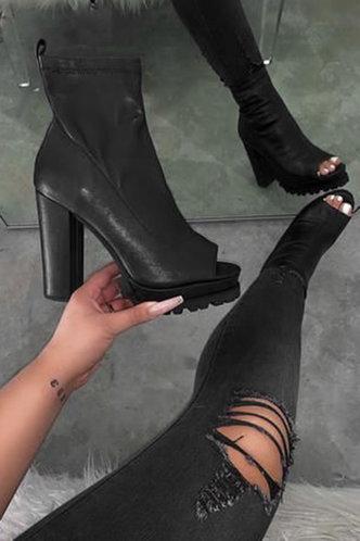 back_Plain High Heel Peep Toe Black Boots