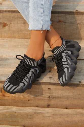 front_Colorblock   Flat Round Toe Black Sneakers