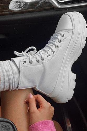back_Plain   Low Heel Round Toe White Sneakers