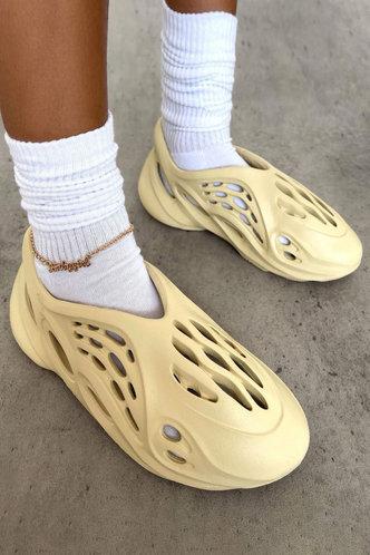 back_Round Toe Flat Beige Sandals