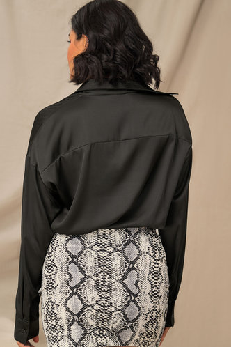 back_Smooth Moves Black Curved Hem Blouse
